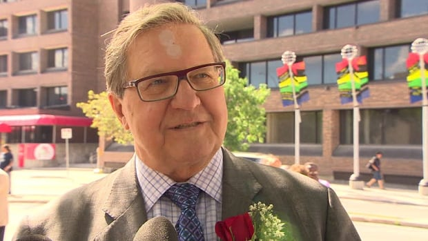 Former cabinet minister Lloyd Axworthy doubts Saskatchewan Premier Brad Wall has enough information to make recommendations on issues of national security and immigration.