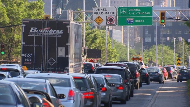 Traffic was at a snarl in downtown Montreal during Friday's evening rush-hour after the Viger tunnel was suddenly closed.