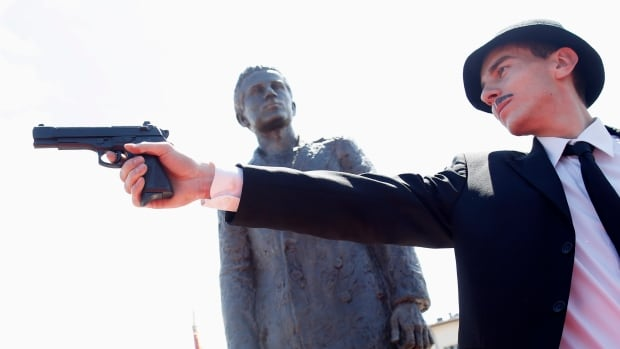 Bosnian Serbs unveiled the statue of assassin Gavrilo Princip yesterday, honouring the man who in 1914 shot dead the Austrian Archduke Franz Ferdinand, which lit the fuse for World War One.