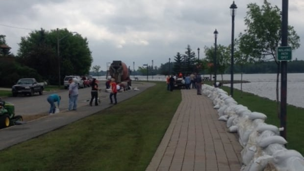 Dozens of volunteers placed sandbags along the shore of a Fort Frances park on Saturday and Sunday. Fort Frances information officer Patrick Briere says the area did not get as much rain as expected on the weekend, helping to slow the water level rise on Rainy Lake and Rainy River.