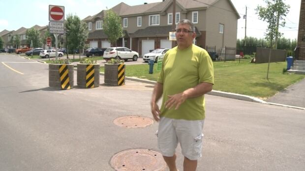 Homeowner Motti Bembaron says the barrier that he lobbied the City of Vaudreuil to erect on Tonnancour Street has improved quality of life in the neighbourhood.