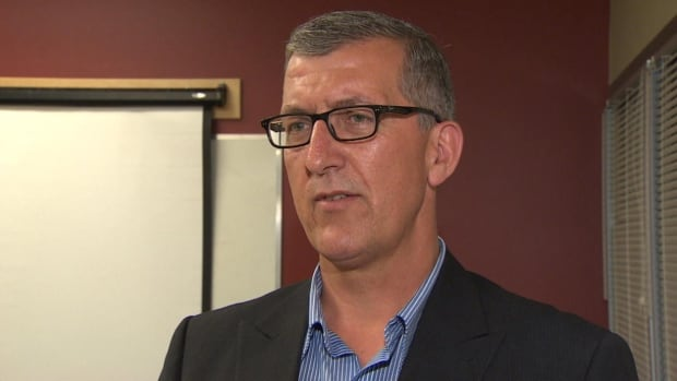 MHA Paul Davis kicked off his campaign after PC leadership nominations closed Monday by meeting with young Tories at Memorial University in St. John's.