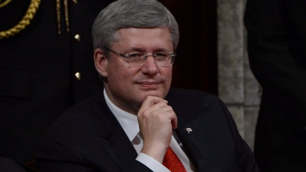The International Commission of Jurists is suggesting Prime Minister Stephen Harper apologize to Beverley McLachlin, chief justice of the Supreme Court.