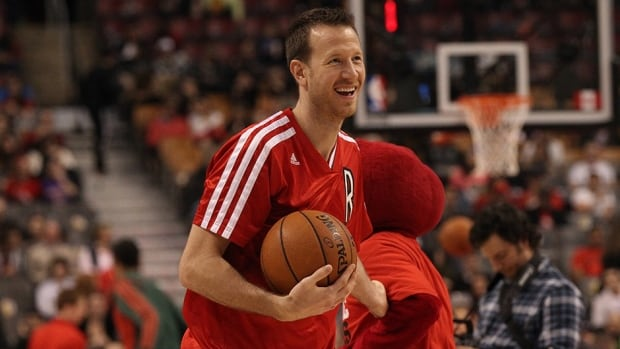 The Toronto Raptors have traded seldom-used forward Steve Novak and a draft pick to the Utah Jazz for guard Diante Garrett.