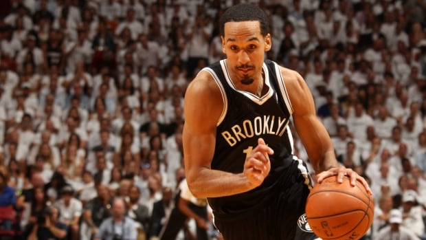 Shaun Livingston has opted to leave the Brooklyn Nets and head west to join the Golden State Warriors. The guard has inked a three-year, $16-million deal.