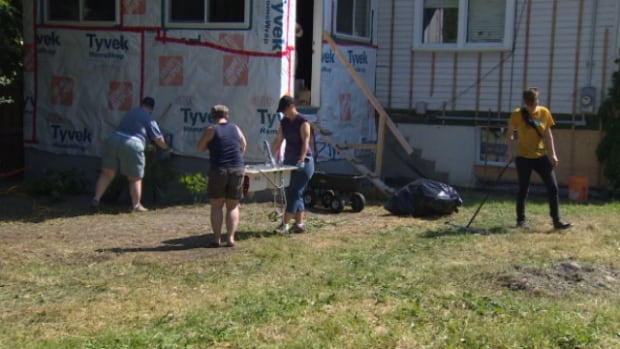More than 20 friends, neighbours and even strangers showed up at Kim Bewick's house on Saturday to help clean her yard and fix the mess that was left behind by a contractor.