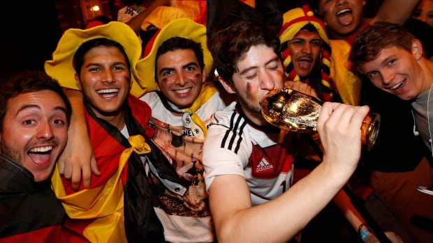 Fans of Germany celebrate after Germany beat Argentina in their 2014 World Cup final, at a public screening of the match in Munich July 13, 2014.       REUTERS/Michaela Rehle (GERMANY  - Tags: SPORT SOCCER)   - RTR3YGV4
