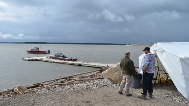 Volunteers have been scouring the Mackenzie River near Norman Wells, N.W.T. for a man who fell out of a canoe.