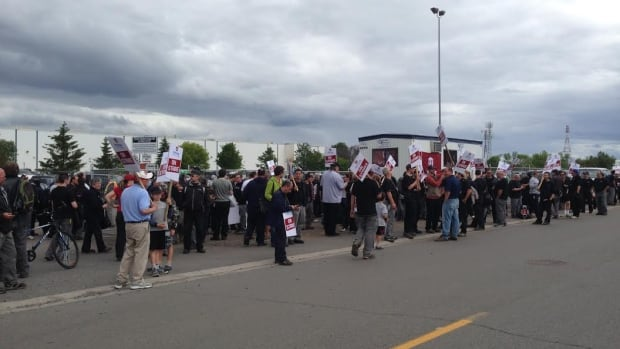 Striking workers at Bombardier's plant in Thunder Bay are objecting to the company's proposal to change its current pension plan from a defined benefit plan to a defined contribution plan.