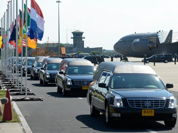 ukraine-crisis-netherlands-hearses-mh17-eindhoven-airport-july23 - Prayer for Flight MH17 - Philippine Business News