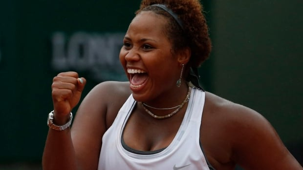 Taylor Townsend refuses to give up in a doubles match that saw her play without a partner against two opponents.