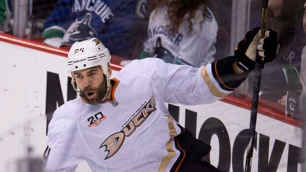 One-time Ducks forward Daniel Winnik has signed a one-year, free-agent contract with Toronto after setting career bests in assists (24) and points (30) last season.
