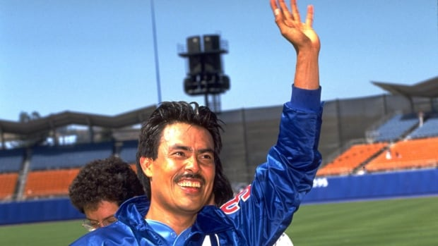 Former Expos pitcher Dennis Martinez acknowledges the crowd at Dodger Stadium in Los Angeles after throwing the 13th perfect game in major-league history on July 28, 1991, a 2-0 Montreal victory.