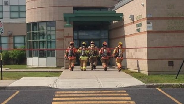 Emergency services were called to the pool in Varennes, where they found the children complaining of headaches, dizziness and difficultly breathing.