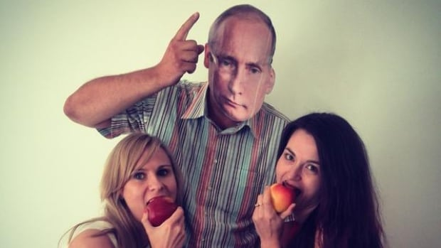 Polish women mock Russian president Vladimir Putin after Russia announced it will ban fruits and vegetables from Poland, ostensibly for health regulation reasons.