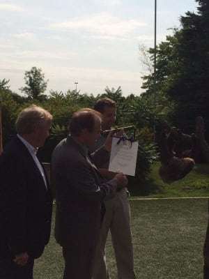 Norm Kelly presents sloth with scroll
