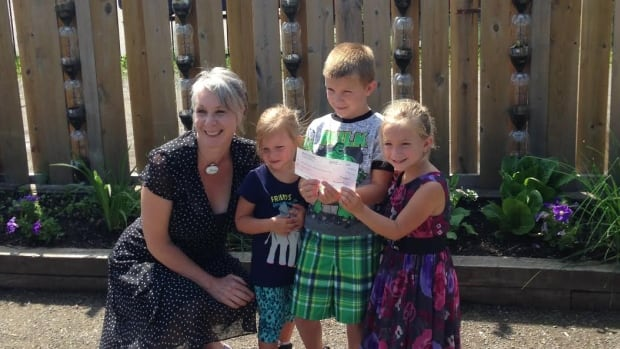 The nieces and nephew of the lake Robert Godick present Shelter House executive director Patty Hajdu with a $50,000 cheque.  Robert Godick had the donation in his will.  Pictured are Patty Hajdu, Alyvia, Nicholas and Emily Gerdevich.