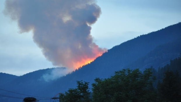 """Dan Szabo tweeted this photo of the Slocan Park wildfire at 10:04 p.m. PT on Aug. 4, 2014, just after reporting that the wildfire had just """"exploded in size."""""""