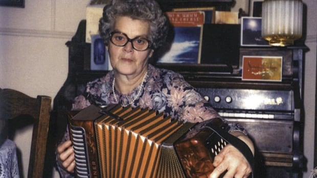 Belle Fennelly, 94, will receive a lifetime achievement award at the 2014 Newfoundland and Labrador Folk Festival on Friday evening.