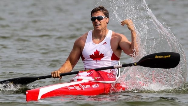 Mark de Jonge won gold and a world record at the 2014 ICF Canoe Sprint World Championships in Moscow on Sunday.