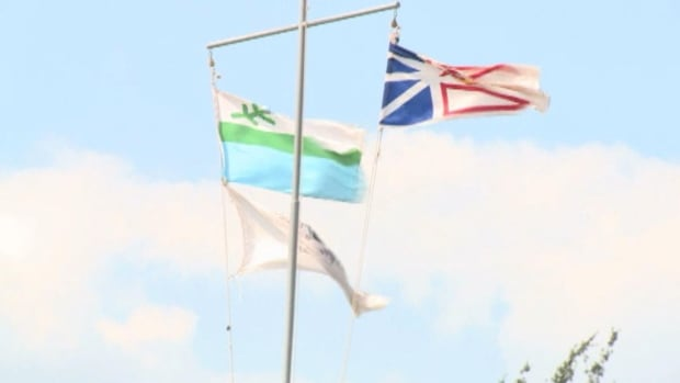 Some residents in western Labrador want the province to put the Labrador flag up over the sign at the Quebec border, alongside the provincial flag, the way the town of Labrador City does.