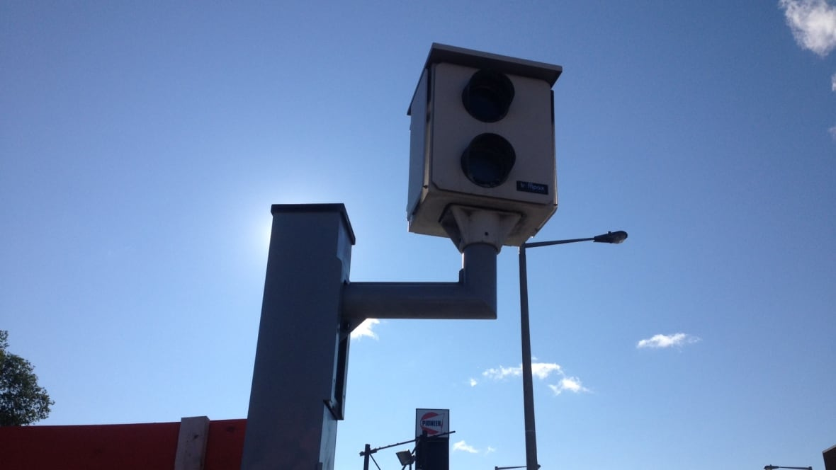 red light camera research paper The 148 red-light cameras in the city of miami alone pumped more than $6 million into the state's coffers the rest of the money went to cities' general funds and to traffic camera vendors.
