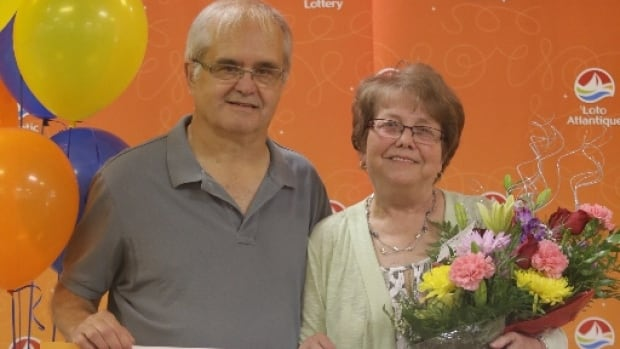 Malcolm and Gloria Mercer won $675,000 in the Set for Life Scratch'N Win game.