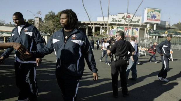 Illinois football players Derek Walker, left, and Xavier Fulton greet fans after being photographed with teammates on Monday, Dec. 31, 2007, in Pasadena, Calif., ahead of the Rose Bowl. The pair are playing together once again on the Saskatchewan Roughriders.