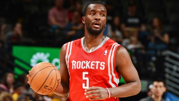 The Raptors have signed free-agent forward/guard Jordan Hamilton, who averaged 6.7 points, 3.2 rebounds and 17.0 minutes in 60 games (12 starts) last season with Denver and Houston.