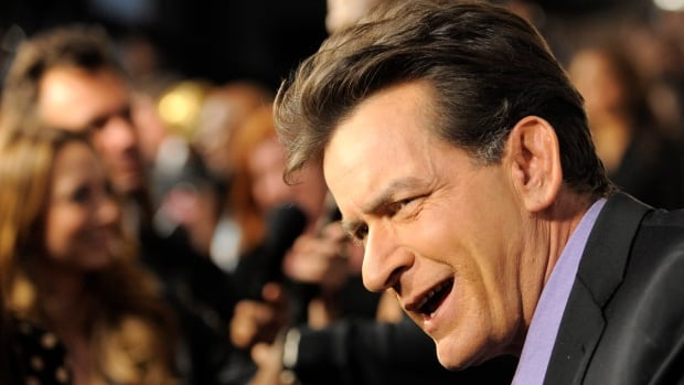 Hollywood actor Charlie Sheen is pledging $10,000 to the ALS Association.