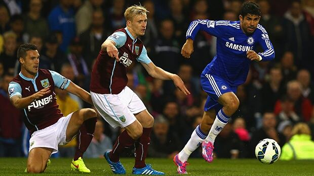 Diego Costa of Chelsea, right, eludes Jason Shackell and Ben Mee in a 3-1 road victory over Burnley at Turf Moor on Monday.