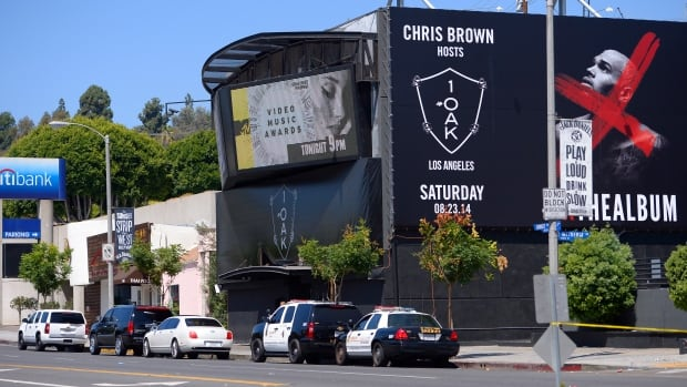 "Sheriffs are seen outside the 1OAK club,in West Hollywood where Death Row Records founder and rap mogul Marion ""Suge"" Knight was wounded in an early morning shooting in the packed nightclub."