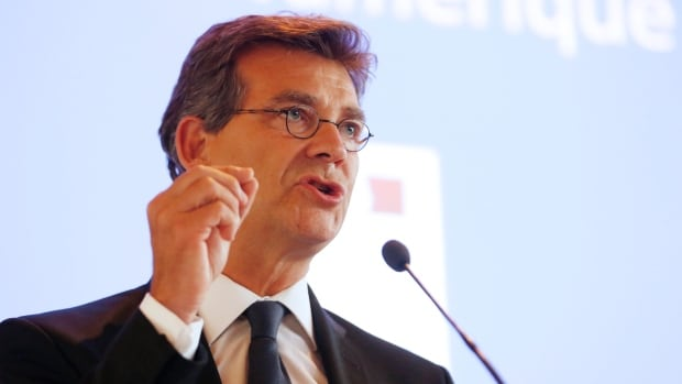 Outgoing French Economy Minister Arnaud Montebourg called for a U-turn in French economic policy he said was killing growth for the sake of narrowing the budget deficit, prompting the prime minister to hand in the resignation of the government.