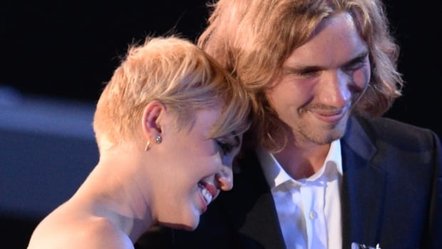 Miley Cyrus (left) invited My Friend's Place representative Jesse (right) to accept her video of the year award on Sunday. Court records show a Jesse Helt is wanted for violating probation in Oregon.