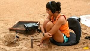 Camila Ferrara recording turtle sounds