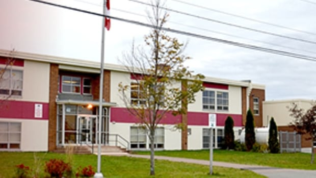 Some parents want to transfer their children out of Miscouche Consolidated School because they say the principal is confrontational and isn't dealing with bullying.