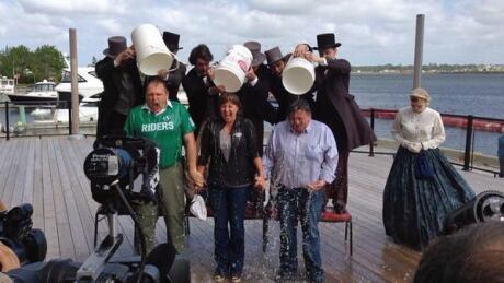 Premiers take Ice bucket challenge