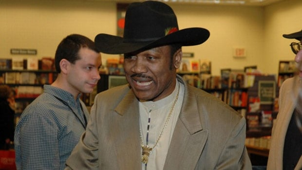 Former heavyweight champion Joe Frazier became the first boxer to defeat legendary fighter Muhammad Ali in 1971.