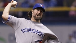 R.A. Dickey dominant, Jays homer 3 times in win over Rays