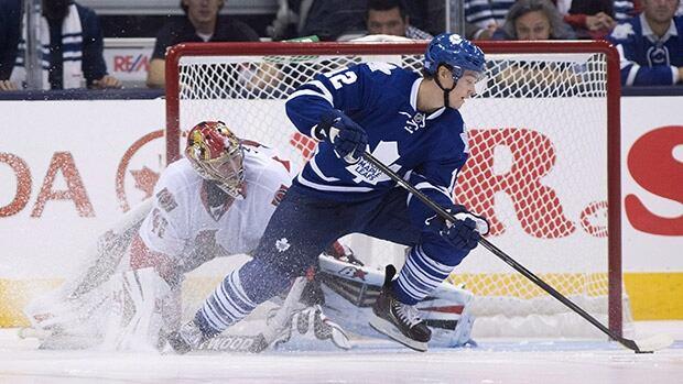 Mason Raymond, right, then with Toronto, beat Ottawa goalie Craig Anderson with a spin-o-rama move in a shootout last season.