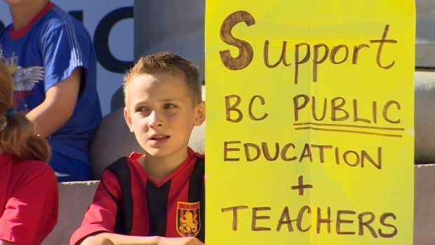 Nearly a thousand parents, teachers and students showed up to support the teachers' call for binding arbitration.