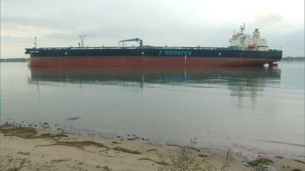The Aframax Minerva Gloria is a mid-size tanker with a displacement of between 80,000 and 120,000 metric tons.