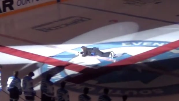 Singer Mark Donnelly tripped over a rug while skating and singing the national anthem ahead of the home opener for the Penticton Vees of the British Columbia Hockey League on Friday night.