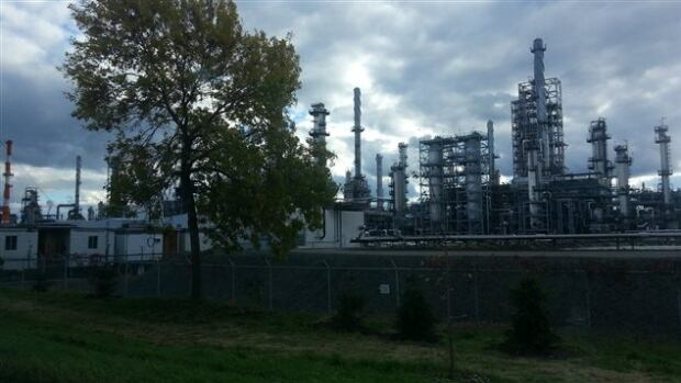According to the company website for Valero Energy, facilities in Lévis have a storage capacity of 8.7 million barrels of crude oil and intermediate and refined products.