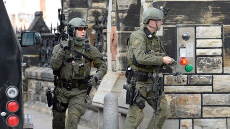 Parliament Hill attacked, soldier shot at National War Memorial in Ottawa