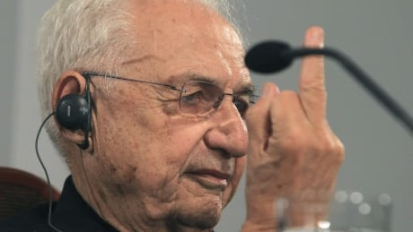 Celebrated architect Frank Gehry flips the bird to Spanish media