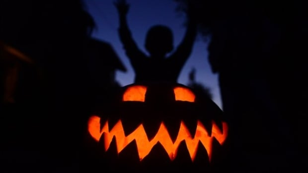 Children were accidentally given bipolar medication while trick-or-treating at a Quebec City grocery store.