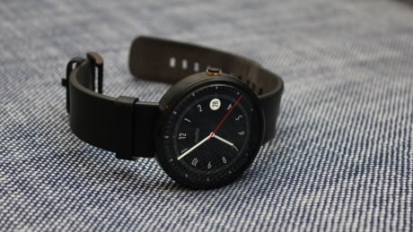 Moto 360 with dial