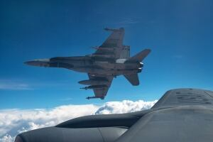 ISIL Cda Mission 20141103 CF-18 Hornets Oct 30 mid-air refuel