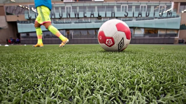 The 2015 Women's World Cup, to be played from June 6 to July 5 in Moncton, Montreal, Ottawa, Winnipeg, Edmonton and Vancouver, is to be played exclusively on artificial turf.